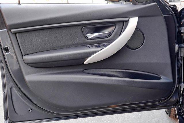 2017 BMW 3 Series 320i Sedan