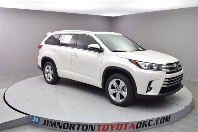 New 2019 Toyota Highlander in Oklahoma City, OK