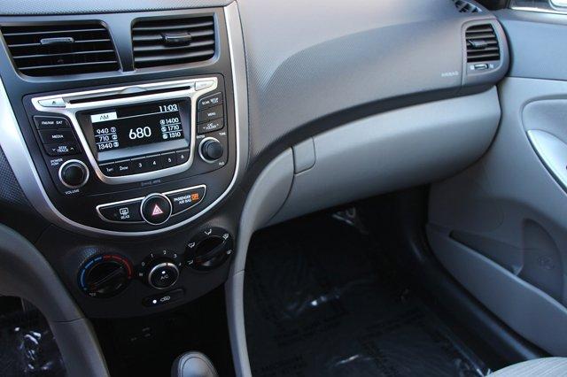 2017 Hyundai Accent SE 21