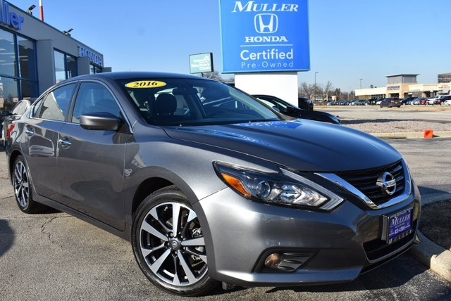 Used 2016 Nissan Altima in Highland Park, IL