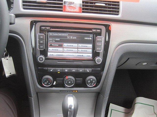 New 2014 Volkswagen Passat 4dr Sdn 1.8T Auto SE PZEV