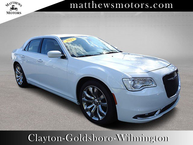 2017 Chrysler 300 Limited w/ Nav & Sunroof
