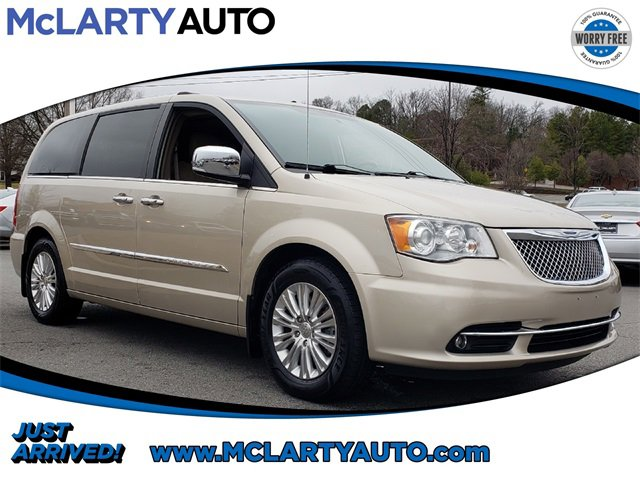 Used 2015 Chrysler Town & Country in , AR
