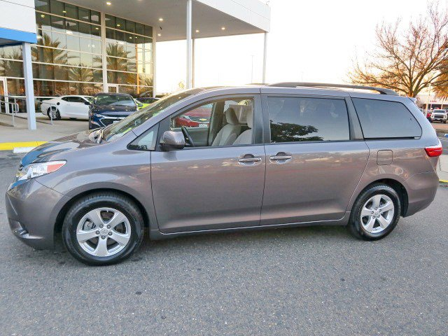 Used 2017 Toyota Sienna LE FWD 8-Passenger