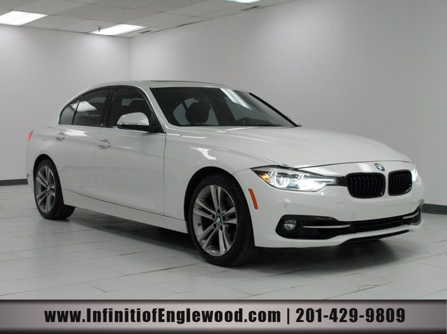 2017 BMW 3 Series 330i xDrive 330i xDrive Sedan South Africa Intercooled Turbo Premium Unleaded I-4 2.0 L/122 [16]