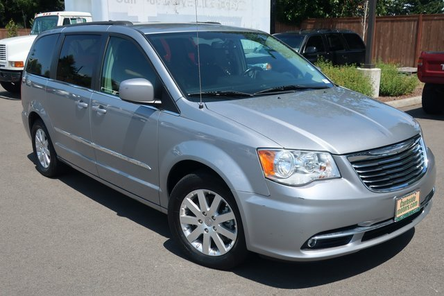 Used 2015 Chrysler Town & Country in Lakewood, WA