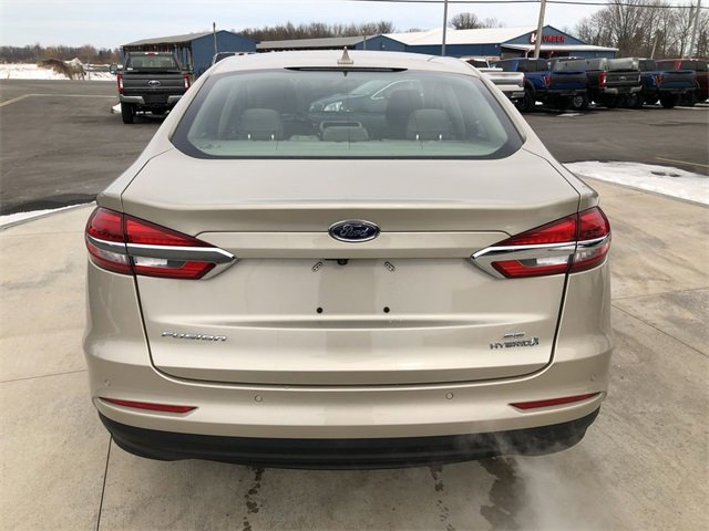 The 2019 Ford Fusion Hybrid SE