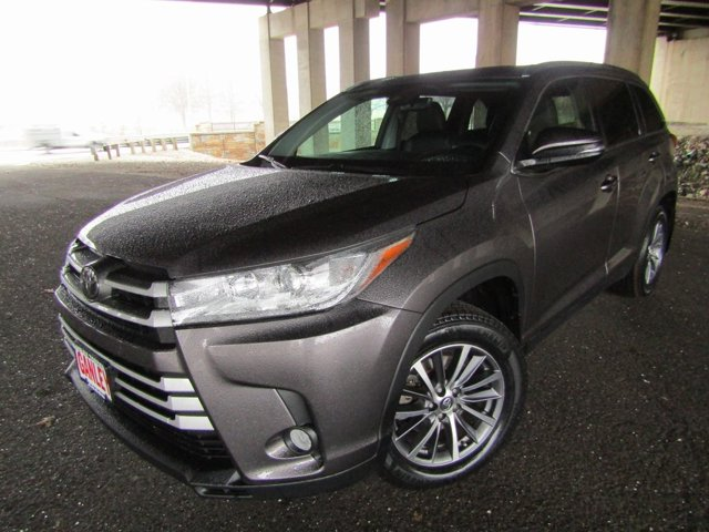 Used 2019 Toyota Highlander in Akron, OH