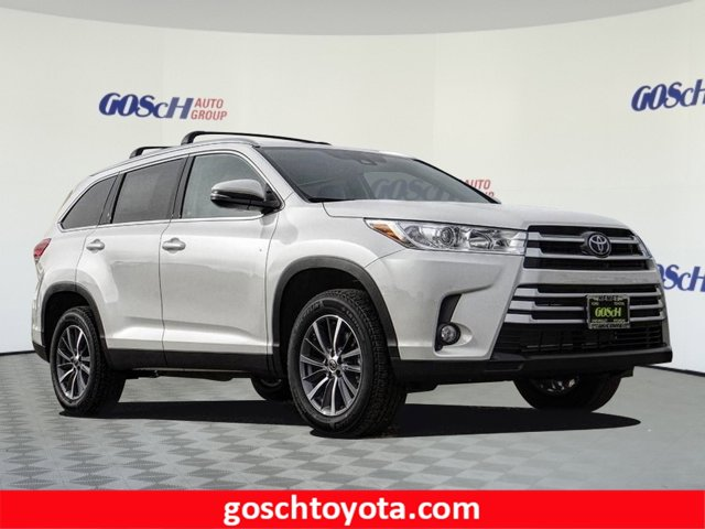 New 2019 Toyota Highlander in Hemet, CA