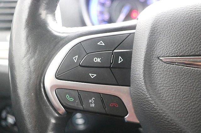 2016 Chrysler 300 300C 25