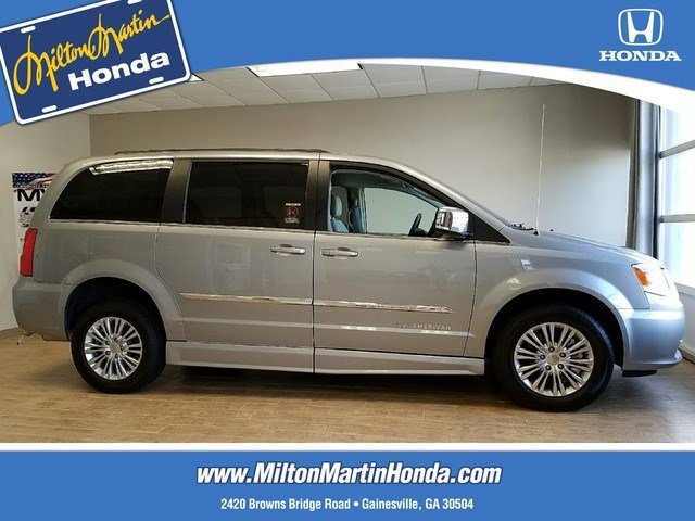 Used 2015 Chrysler Town & Country in Gainesville, GA