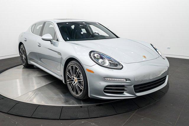 2016 Porsche Panamera S photo