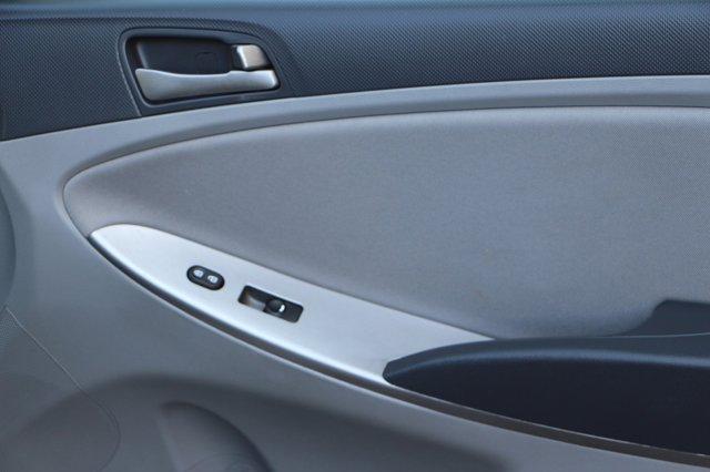 2017 Hyundai Accent SE 18