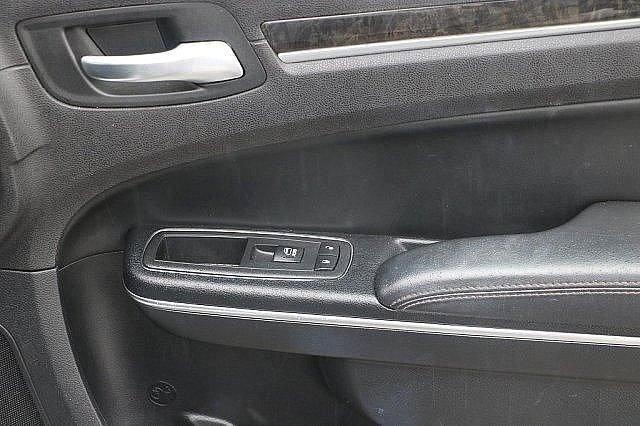 2016 Chrysler 300 300C 18