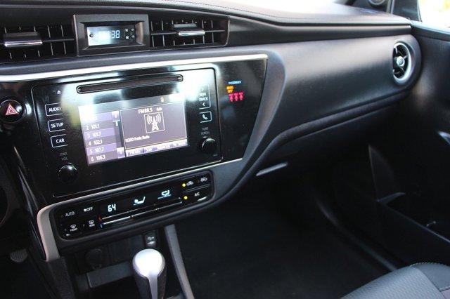 2018 Toyota Corolla LE 21