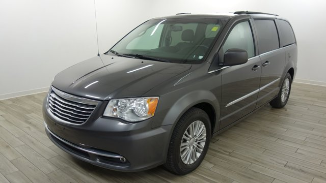 Used 2016 Chrysler Town & Country in O'Fallon, MO