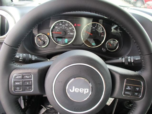 New 2016 Jeep Wrangler Unlimited 4WD 4dr Sahara
