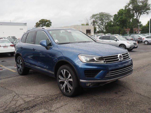 New 2017 Volkswagen Touareg in North Olmsted, OH