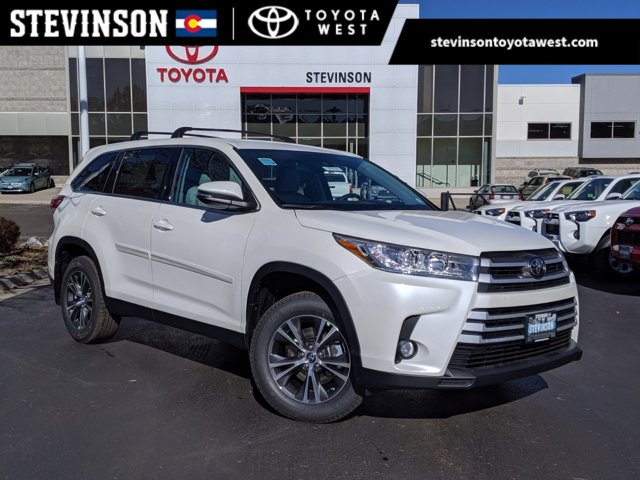 New 2019 Toyota Highlander in Lakewood, CO