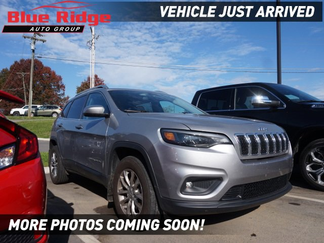 2019 Jeep Cherokee Latitude Plus Latitude Plus 4x4 Intercooled Turbo Premium Unleaded I-4 2.0 L/122 [2]
