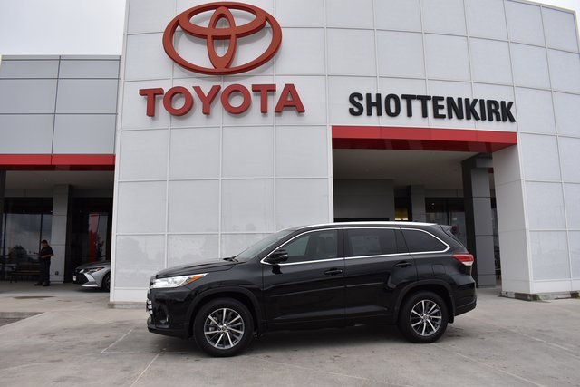 Used 2018 Toyota Highlander in Quincy, IL