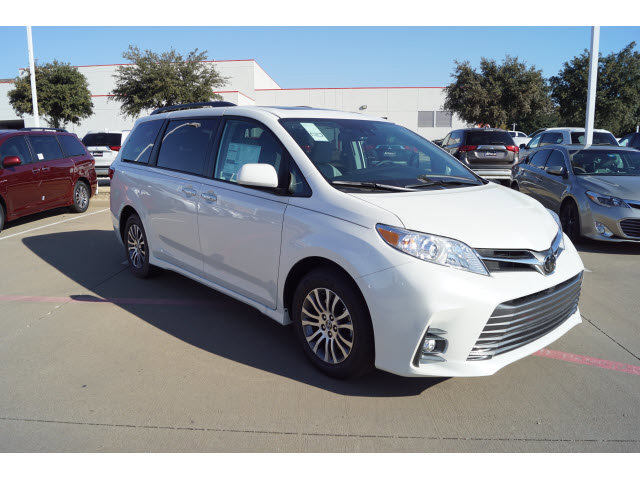 New 2020 Toyota Sienna in Hurst, TX