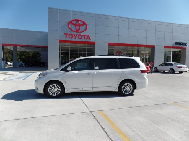 New 2017 Toyota Sienna in Natchez, MS