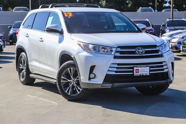 Used 2017 Toyota Highlander in , CA