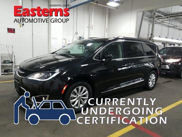 2019 Chrysler Pacifica Touring L Mini-van, Passenger