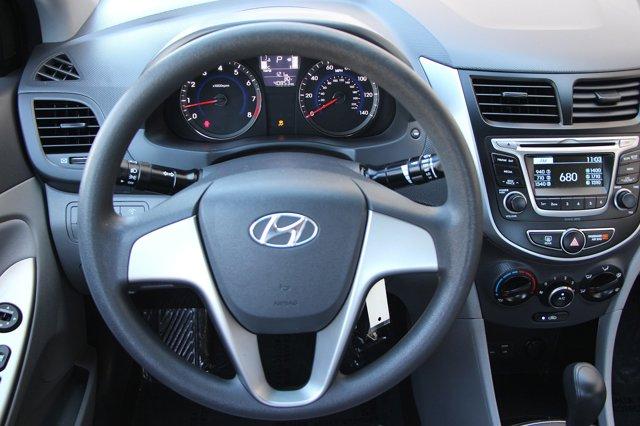 2017 Hyundai Accent SE 16