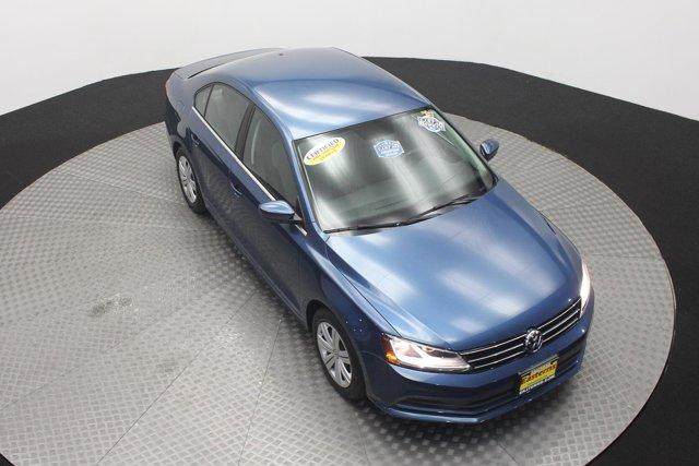 2017 Volkswagen Jetta for sale 124242 2