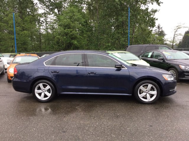 Used 2013 Volkswagen Passat 4dr Sdn 2.5L Auto SE w-Sunroof and Nav PZEV