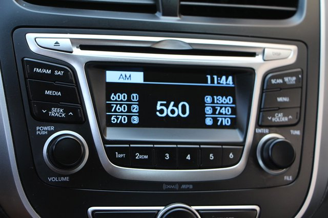 2017 Hyundai Accent SE 19