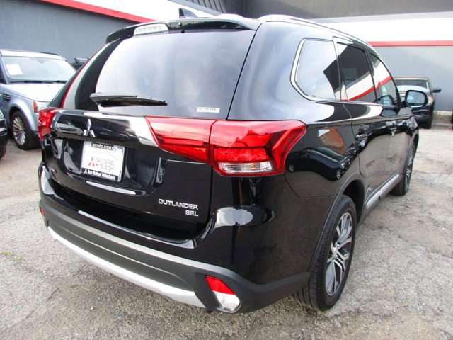 Photo 24 of this used 2017 Mitsubishi Outlander vehicle for sale in San Rafael, CA 94901