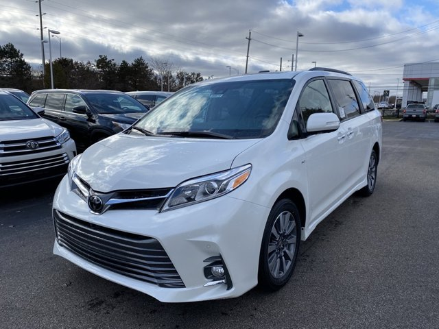 New 2020 Toyota Sienna in Akron, OH