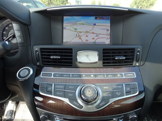 New 2015 Infiniti Q70 4dr Sdn V8 RWD