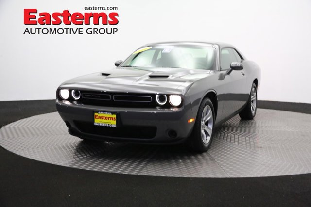 2017 Dodge Challenger SXT 2dr Car