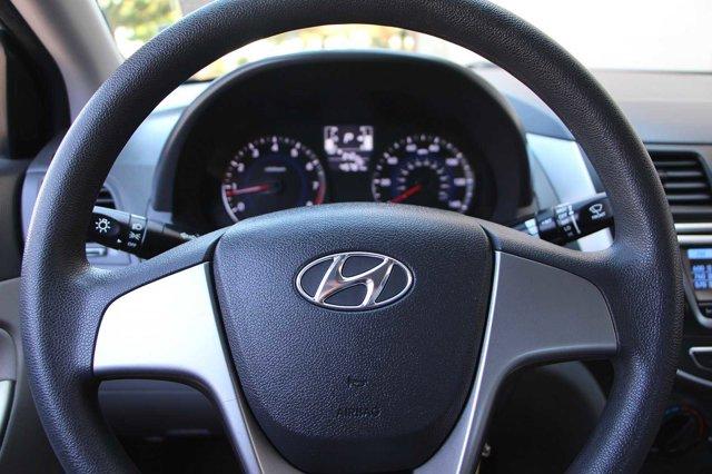 2017 Hyundai Accent SE 24