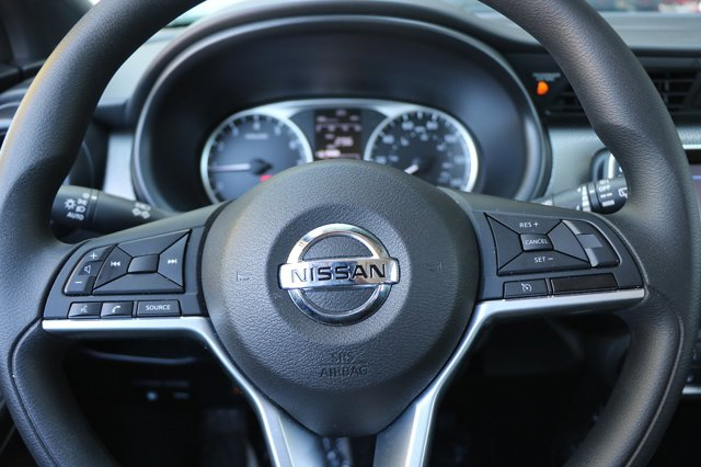 2018 NISSAN KICKS S 29