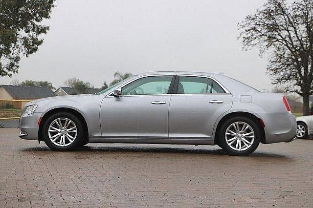 2016 Chrysler 300 300C 5