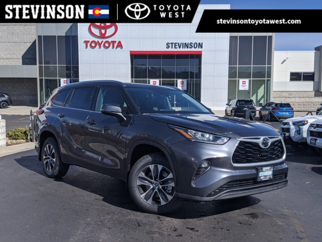 New 2020 Toyota Highlander in Lakewood, CO