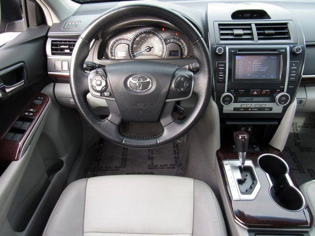 2014 Toyota Camry XLE 9