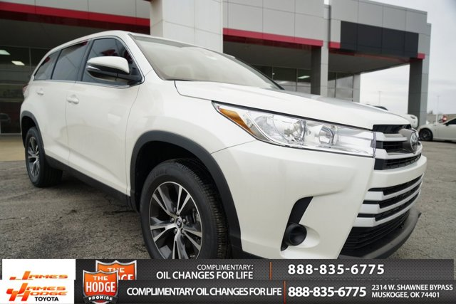 New 2019 Toyota Highlander in Muskogee, OK