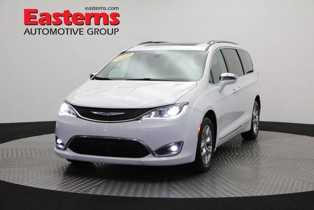 2018 Chrysler Pacifica Limited Mini-van, Passenger