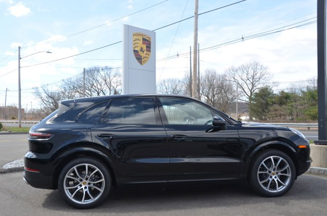 2019 Porsche Cayenne  PREMIUM PACKAGE  -inc Ambient Lighting  7 light schemes in the roof console