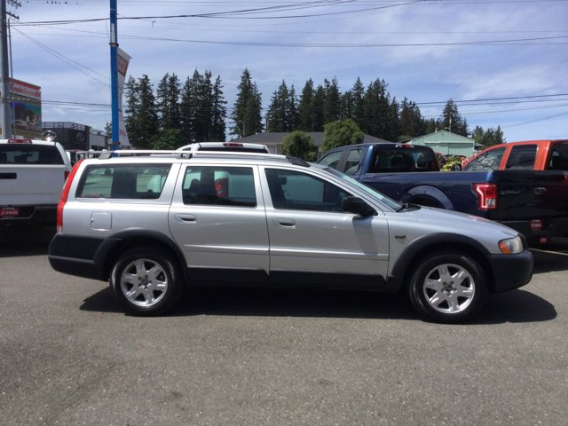 Used 2006 Volvo XC70 2.5L Turbo AWD w-Sunroof