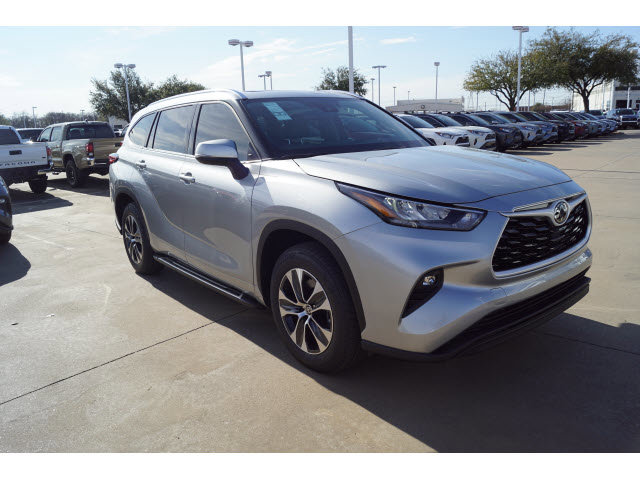 New 2020 Toyota Highlander in Hurst, TX