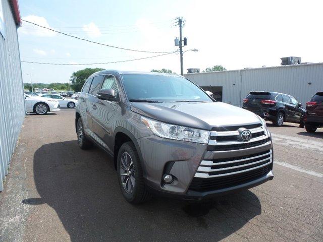 New 2019 Toyota Highlander in Sedalia, MO