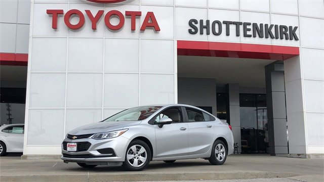 Used 2017 Chevrolet Cruze in Quincy, IL