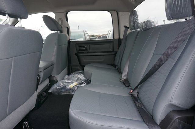 New 2019 Ram 1500 Classic Express 4x2 Crew Cab 5'7 Box